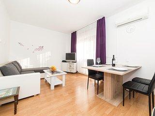 Nice home in Kastel Luksic w/ 1 Bedrooms and WiFi