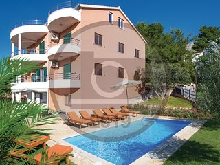 Awesome home in Solin w/ WiFi, 8 Bedrooms and Jacuzzi