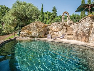 Antieke watermolen op een rustige locatie
