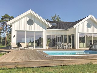Awesome home in Søgne w/ WiFi, 4 Bedrooms and Outdoor swimming pool