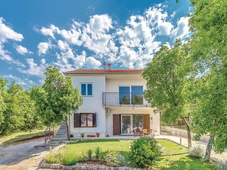 Beautiful home in Smrika w/ WiFi and 3 Bedrooms (CKA122)