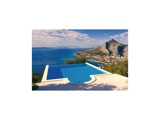 Awesome home in Omis w/ Outdoor swimming pool, WiFi and 2 Bedrooms