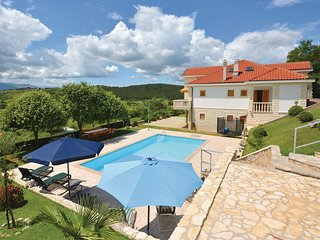Nice home in Otok w/ WiFi and 4 Bedrooms