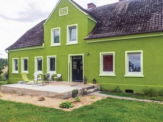 Awesome home in Szczecinek w/ WiFi and 4 Bedrooms