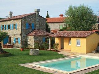 Schitterende oase omringd door wijn- en olijfgaarden.