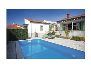 Nice home in Portoroz w/ WiFi and 3 Bedrooms