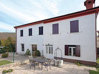 Nice home in Podgorje w/ WiFi and 4 Bedrooms (SCR021)