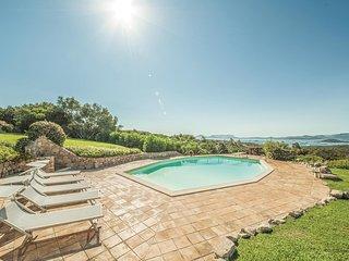 Vakantiehuis met uitzicht op de kust van Sardinië.