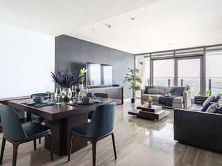 Elegant Waterfront 1BR Apartment - Dubai Creek View!