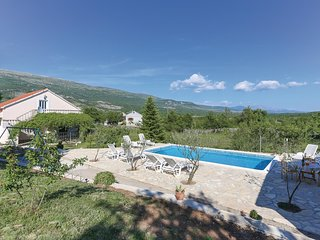 Beautiful home in Dabar w/ WiFi and 3 Bedrooms