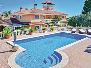 Stunning home in Palma, Puntiro w/ WiFi and 6 Bedrooms