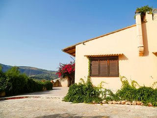 Mimosa Scopello - Spacious villa with view, 2Km from the beach