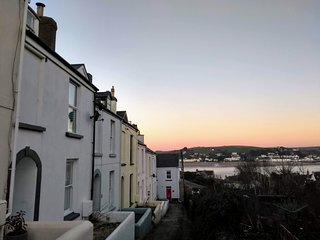 Abernyte Cottage, Appledore, North Devon - Sea Views / Sleeps 7 / 3 bedrooms
