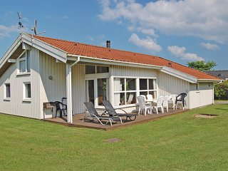 Awesome home in Sydals w/ Sauna, WiFi and 4 Bedrooms (F09145)