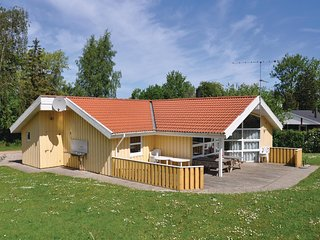 Awesome home in Augustenborg w/ Sauna, WiFi and 4 Bedrooms (F09134)