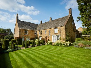 The Old Dairy - stunning country house in the village of Bloxham