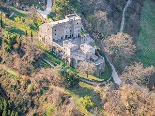 Antiek kasteel op rustige locatie met zwembad