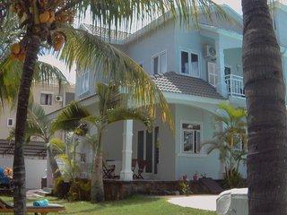 RDC d une jolie Villa dans un jardin exotique  3mn de la plage de Trou aux biche