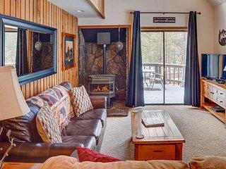 """23 Elm"" - Charming Sunriver Cottage w/ Hot Tub & SHARC Passes"