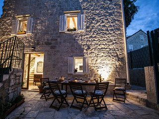 Lovely townhouse Lucia with terrace and BBQ Trogir center