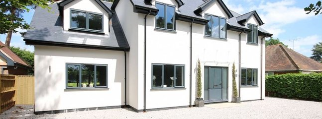 Ideal for hen parties- luxury, open-plan - walk to Henley -up to 20