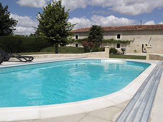 Stunning gite With Shared Pool, Nr Matha & Cognac (ground floor also available)