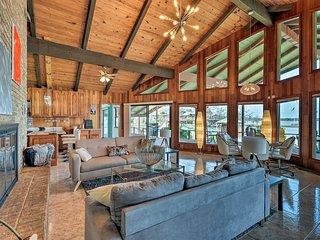 NEW-Cedar Creek Lake Home w/Waterfront Deck + Dock