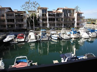 Relaxing Condo overlooking The Marina