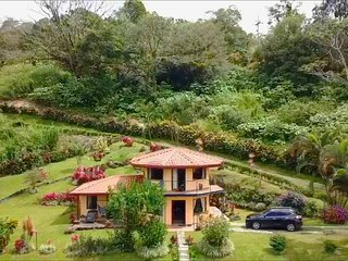 Private Villa is Paradise with Tropical Gardens & Rain Forest Trail by River
