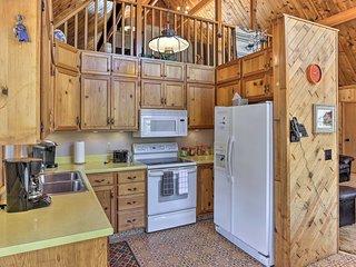 Central Black Hills Cabin w Loft & Wraparound Deck