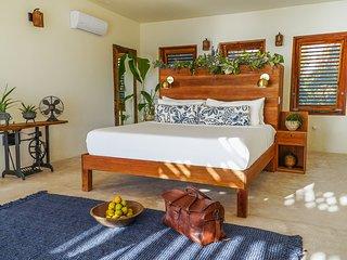 Oceanfront Romantic Suite in Treasure Beach