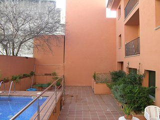 2 bedroom Apartment with Pool, Air Con and Walk to Shops - 5583039