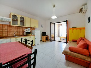 1 bedroom Apartment with Air Con, WiFi and Walk to Beach & Shops - 5777798