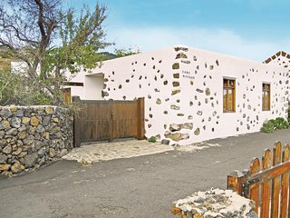 Amazing home in El Pinar, El Hierro w/ 2 Bedrooms and WiFi