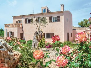 Beautiful home in Ariany w/ WiFi and 4 Bedrooms