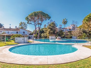 Amazing home in Marbella w/ WiFi, Outdoor swimming pool and 3 Bedrooms