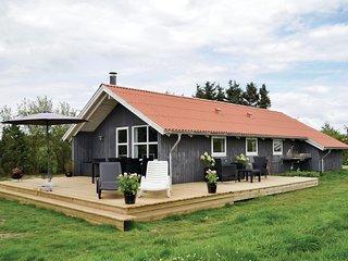 Stunning home in Hvide Sande w/ Sauna, WiFi and 3 Bedrooms