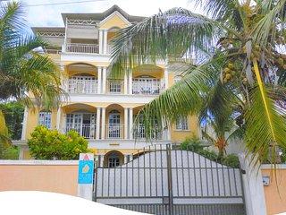 Appartement tout equipe tres proche des plages Mt-choisy et Trou aux biches.