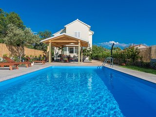 Villa Green Oasis with large pool - Adriatix Luxury Villas W93
