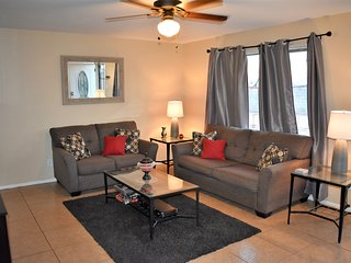 Spacious Private Home rental-10min to phx airport/Tempe Diablo Stadium/