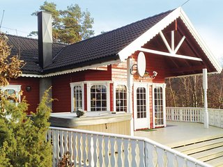 Awesome home in Lyngdal w/ 3 Bedrooms