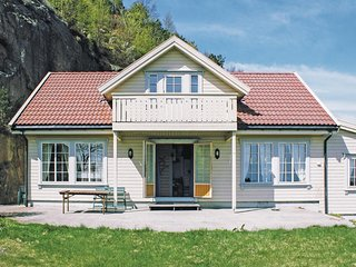 Nice home in Spangereid w/ Sauna and 6 Bedrooms