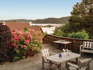 Stunning home in Tvedestrand w/ 2 Bedrooms
