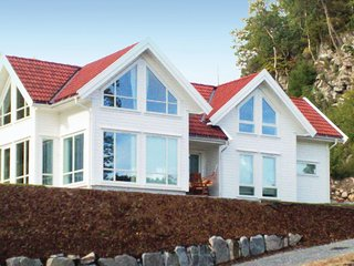 Beautiful home in Lindesnes w/ 4 Bedrooms