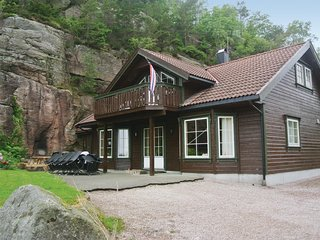 Amazing home in Lindesnes w/ Sauna and 6 Bedrooms