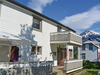 Awesome home in Kjopsvik w/ WiFi and 3 Bedrooms