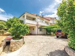 Stunning home in Supetarska Draga w/ WiFi and 3 Bedrooms