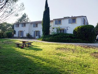 Luberon luxury country house 6 beds/6 baths, with heated pool, close to Cucuron