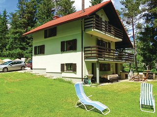Awesome home in Nova Vas w/ Sauna, WiFi and 3 Bedrooms