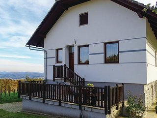 Beautiful home in Dragatus w/ WiFi and 5 Bedrooms (SSE114)